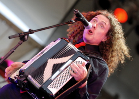 Weird-Al-Rockin-The-Accordion